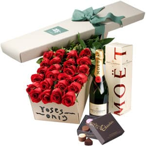 Roses and Mot &amp; Chandon Champagne Gift Box