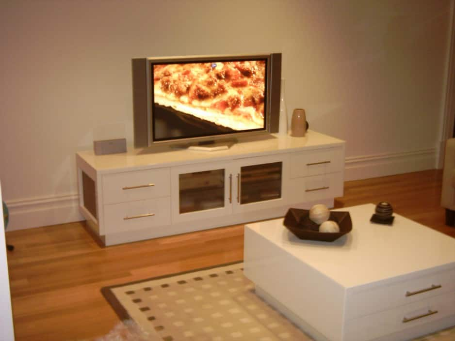 True local daring kitchen designs image matching tv for Kitchen units sa
