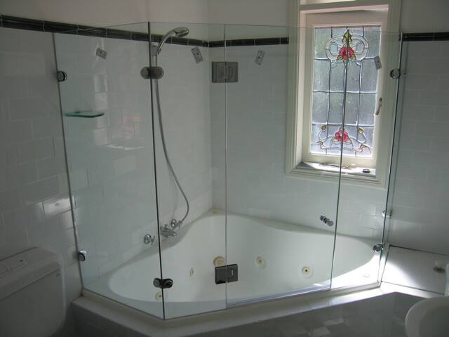 A Glass Distinction Frameless Shower Screens Amp Mirrors In