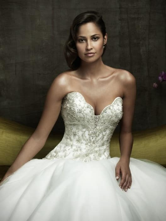 Eveallure online halter beach wedding dress lakemba for Second hand wedding dresses near me