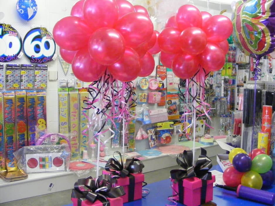 Balloon centrepieces party favors ideas for Adult birthday decoration