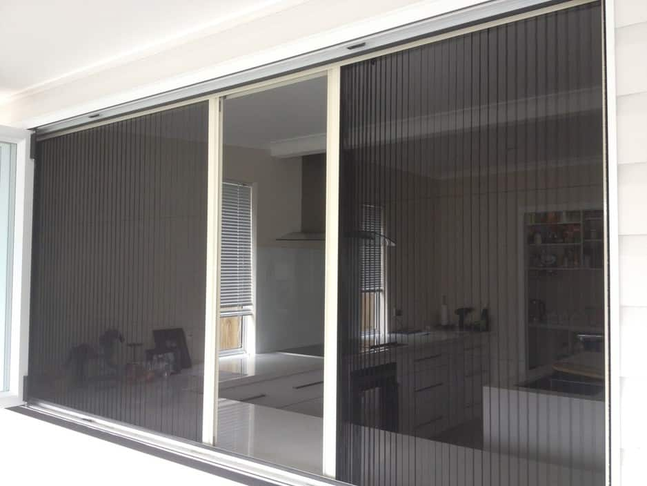 National screens deception bay brisbane building for Retractable insect screens