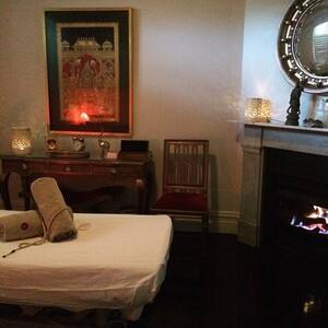 True Local: Anahata Therapies Image - The Gold Room's incredible ambiance