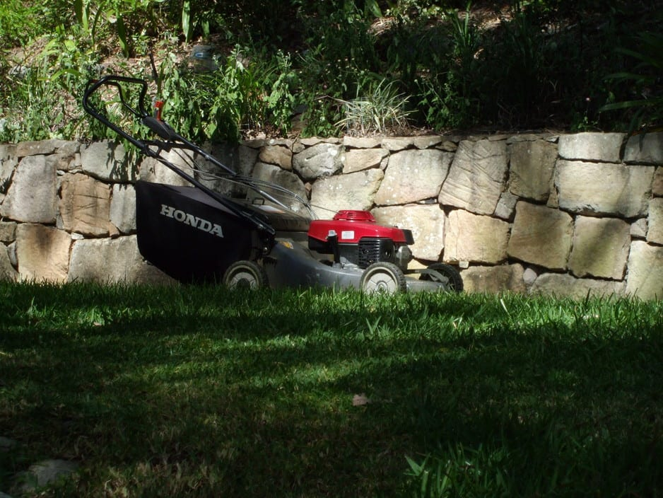 Abydoss lawn mowing and garden maintenance in toowong brisbane qld tree surgeon truelocal for A b lawn and garden