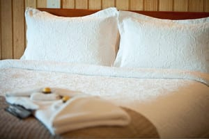 Coastal View Cabins Pic 3 - Luxurious bed linen in each cabin