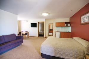 Willows Motel Goulburn Pic 4 - Executive Two Room Suite