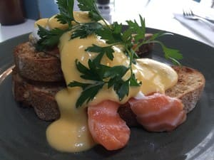 Cafe Le Monde Pic 2 - Eggs Benny with salmon