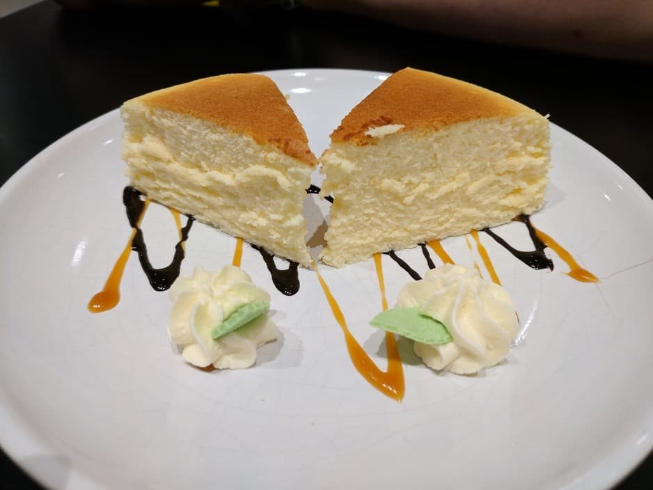 Uncle Tetsu's Japanese Cheesecake Pic 1