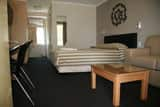 Queensgate Motel Pic 3 - Deluxe Queen Suite