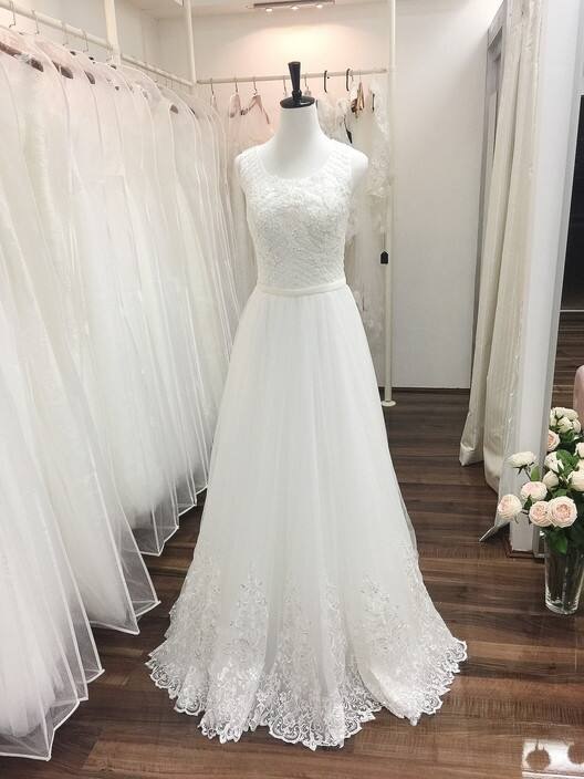 Fiona's Wedding Dress Shop Pic 1