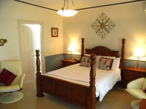 Inn The Tuarts Guest Lodge Pic 4 - The romantic Reinscourt Suite with four posted bed and double spa bath