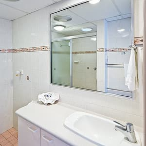 Premier Motor Inn Pic 2 - Bathroom