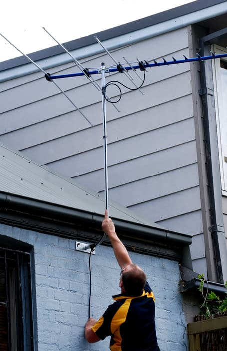 Man on Wire Pic 1 - quality antennas and service at a real price