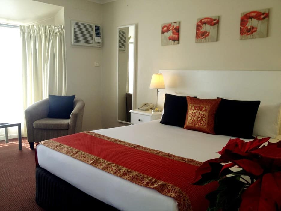 Clare Valley Motel Pic 1 - Valley View King Spa